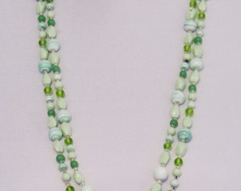 Vintage green glass bead necklace, c.1920's flapper beads