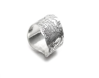 Etched Ring - Sterling Silver Textured Ring - Wavy Ring - Undulated Ring - Curve Ring - Lines Ring - Black White Ring - Oxidised Silver Ring