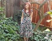 Vintage 80s 90s Grunge floral dress / full romantic skirt / Starina / Dress with pockets