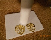 Pair of Gold Plated Textured Swirl Pendants Connectors Charms Earring Findings