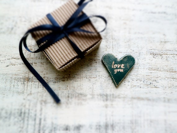 Emerald green heart magnet love message