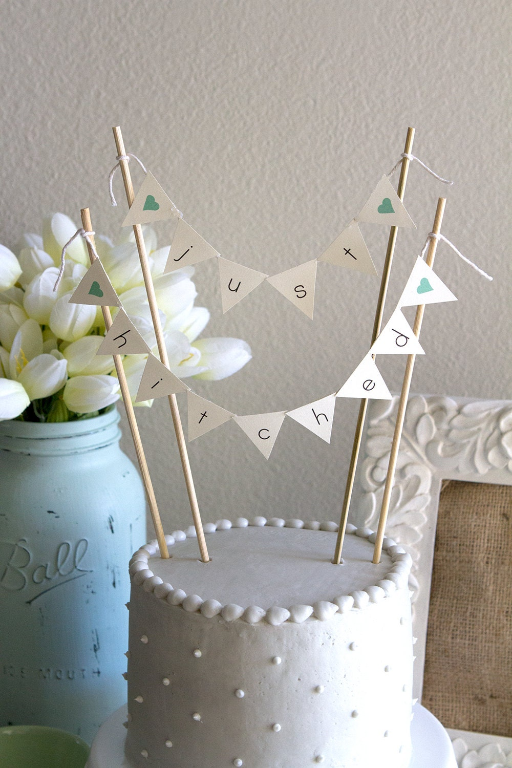 just hitched burlap alternative bunting banner wedding cake. Black Bedroom Furniture Sets. Home Design Ideas