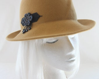 Mustard Yellow Fedora. Gold Fur Felt Hat with Black Onyx Beaded Ornament. Vintage Style Ladies' Felted Hat. Couture Millinery. Autumn Hat