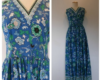 70s summer maxi gown. Floral print ala Asian-French Provincial'ish blue.. Sleeveless gown, full-gathered skirt. Size M-L.