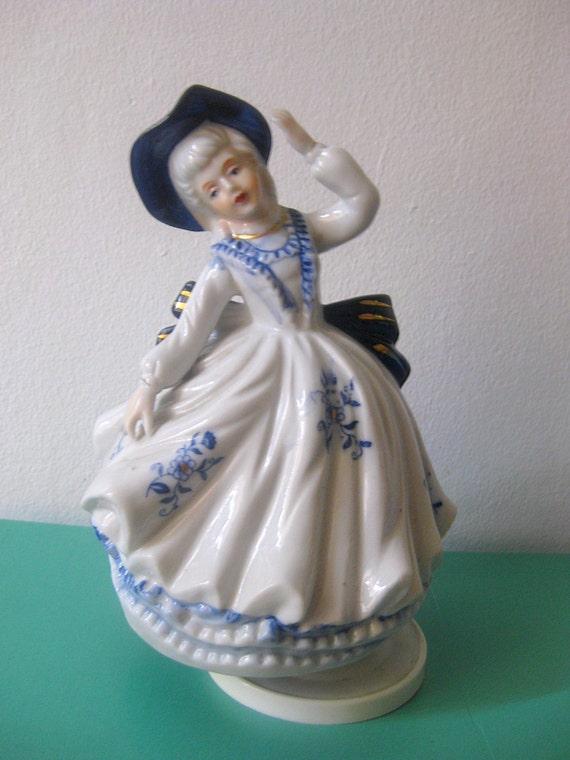Vintage musical doll, porcelain figurine, porcelain doll, musical box, musical figurine, figurine doll, porcelain figurine,
