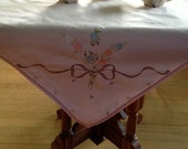 40s EMBROIDERED LUNCHEON CLOTH shell pink hand embroidered