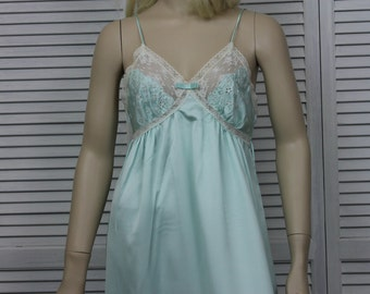 Vintage Van Raalte Pale Green Long Nightgown Size Small