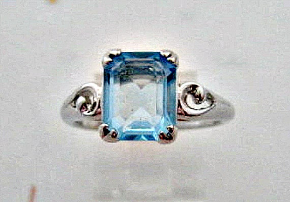 Vintage Avon Ring  -  1981 Avon Blue Ice - Aquamarine Ring Size 9-1/2