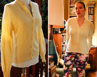 Buttercream Vintage 1950's 60's Creamy White Wool Cardigan Sweater by Joan Marie size Small