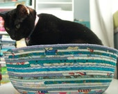 Cuddly cat snuggle bed - Light Teal Blues