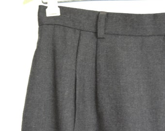classic vintage Wool Flannel Skirt / soft Charcoal grey / front pleats / vintage High Waist skirt / 29 waist / m l xl