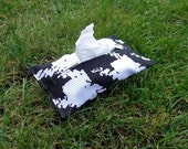 Tissue Cozy in Black and White Houndstooth