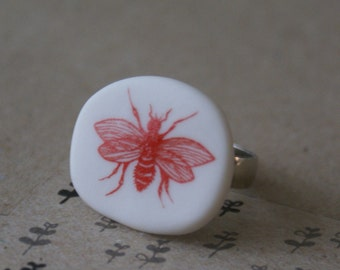 Porcelain ring - wasp - red