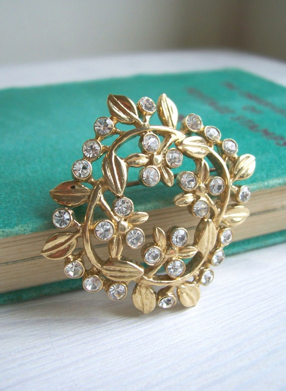 SALE Secret Garden vintage 1960s brooch - gold vines with clear diamente