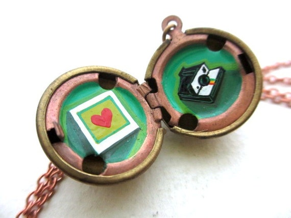 Oil-Painted Locket, Vintage Necklace, Photography Nostalgia for Retro Romance, Gift for Girlfriend