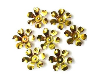 6 Flower beads, gold color metal. vintage, 15mm
