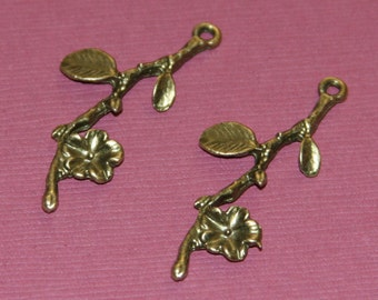 10 pcs of antique brass flower wth leaves pendant 41x17mm