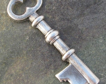 Skeleton Key Charm Old World Silver Jewelry Finding 722 - 6 pieces