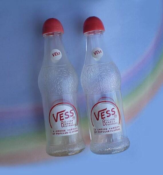 Vintage 50s Vess Salt Pepper Shakers Billion Bubble Beverages