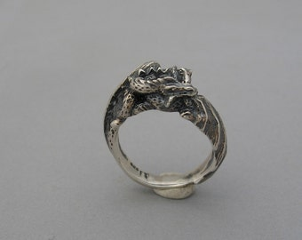 Double dragon ring.