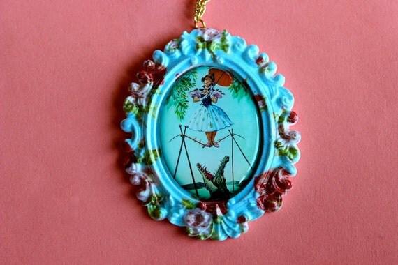 Floral Daisy De La Cruz Cameo Necklace