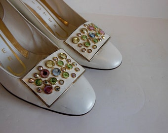 1960s shoes / What a Jewel Vintage 60's Mod Jeweled Heel Shoes