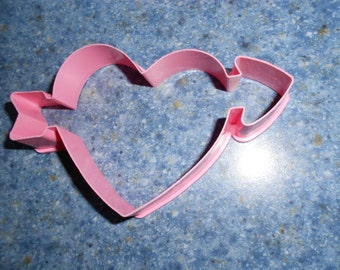 1985 Hallmark Pink Figural Heart and Arrow Valentines Day Cookie Cutter