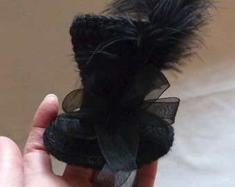 Crochet Pattern for Mini Top Hat - perfect for a fascinator or for a doll or teddy - Gothic - Halloween - Wedding