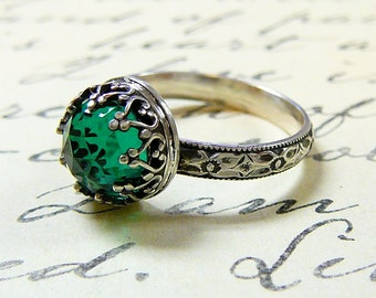 Roxy Ring - Beautiful Gothic Vintage Sterling Silver Floral Band Ring with Rose cut Emerald and Heart Bezel