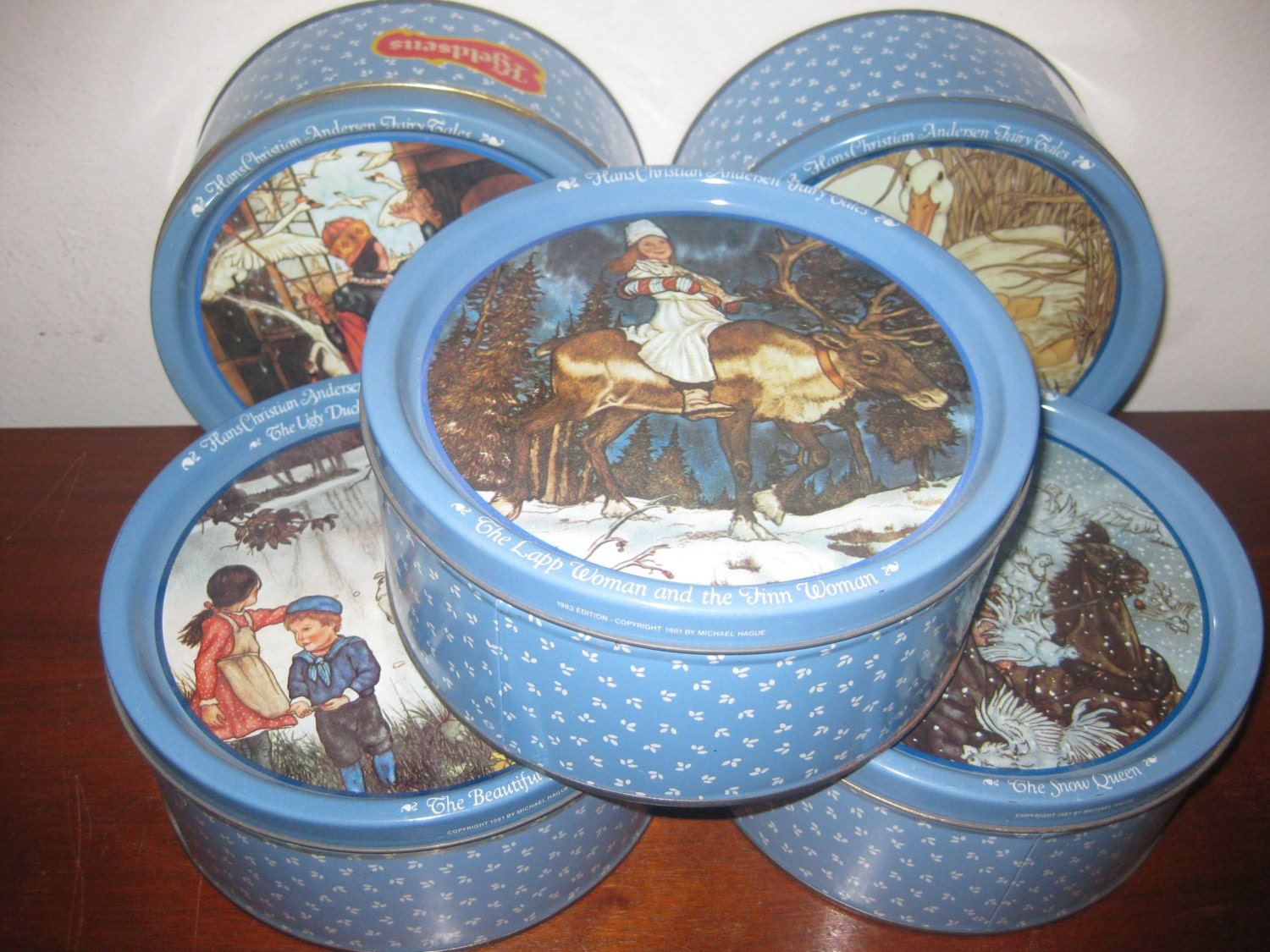 Nov 15, · Tonight I found the nice Mary Engelbreit and Paula Deen cookie tins on 60% off clearance at Michaels. They are tins with the clear windows in the lids. The large size was $ and the small size was $