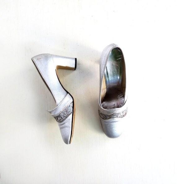 Vintage Silver Pumps / 60s Mod Shoes / 1960s Shoes / Silver Glitter Heels / Size 7 1/2