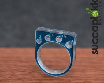 KNIT or DIE! -Power Ring- (EUR/mm), Ring with a needle gauge for measuring knitting needles