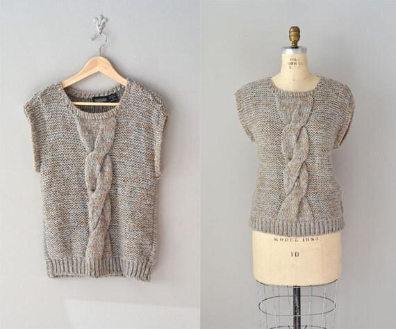 vintage sweater / knit sweater vest / With a Twist