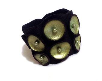Leather bracelet. Peridot and black pod leather cuff. Leather jewelry