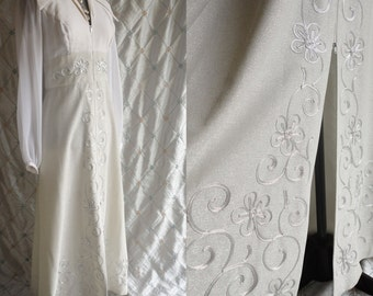 60s Dress // Vintage 1960s Silver and White Hostess Gown with Silver Embroidery Size L