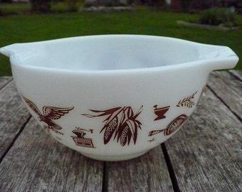 Pyrex Early American pattern 1-1/2 Pint handled bowl