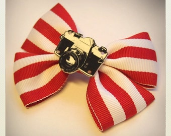 Old School Pin Up-style red striped retro camera hair clip