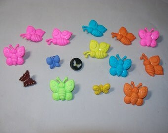15 Butterfly Buttons, Lot 2302 (Free US Shipping)