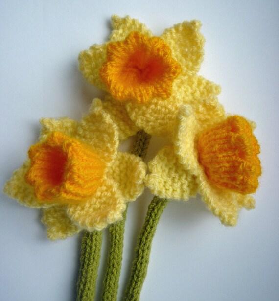Knitted Daffodil Brooch Pattern : PDF Knitting Pattern for Daffodil, Knitted Flower PDF, Knit Flower Pattern, S...