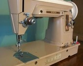 FREE SHIPPING - Singer 404 straight stitch sewing machine - Lightweight for Quilter - Vintage 1959