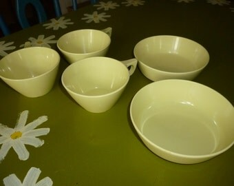 Set of 2 Texas Ware Melamine Cereal Bowls and 3 Cups