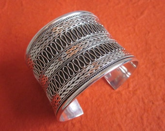 large Balinese Silver sterling  Bangle / silver 925 / Bali  handmade jewelry.