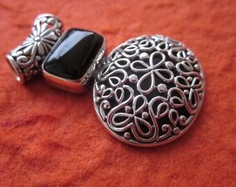 Balinese sterling Silver Onyx Pendant / silver 925 / Bali handmade jewelry / black onyx / (#95m)
