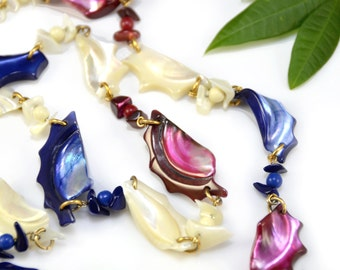 Shell Necklace Mother of Pearl Beaded Red Pink White Blue 70s Patriotic Vintage - W2379