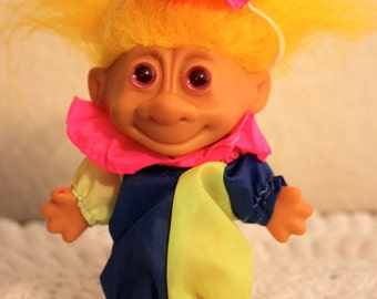 Retro Clown Court Jester Yellow Hair Happy Birthday Party Fun Collectible Good Luck Troll Russ Berrie CUTE