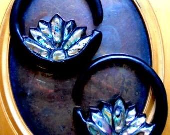 Ear Plugs 2 Gauge Paua Inlay Lotus Hoop