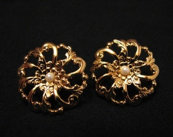 "Vintage Avon 1993 ""Flower Blossom"" Gold Tone and White Faux Pearl Filigree Floral Round Circle Pierced Earrings"