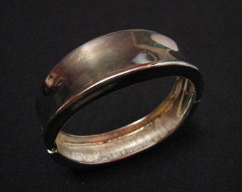 Vintage Heavy Silver Tone Flat Hinged Clamper Bracelet
