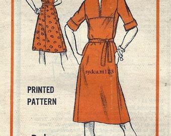 Vintage 1970s A Line Dress Low V Neck..Designer Robert Courtney...Mail Order M176 Bust 34