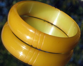 Carved Vintage Bakelite Bangle Early Century Chunky Chartreuse Art Deco Catalin Grape Green Olive Translucent Bracelet Antique Tested Patina